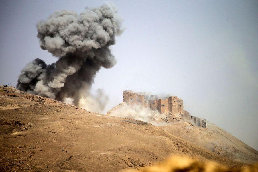 Photo prise lors de la bataille de Palmyre, en Syrie, le 25 mars 2016.