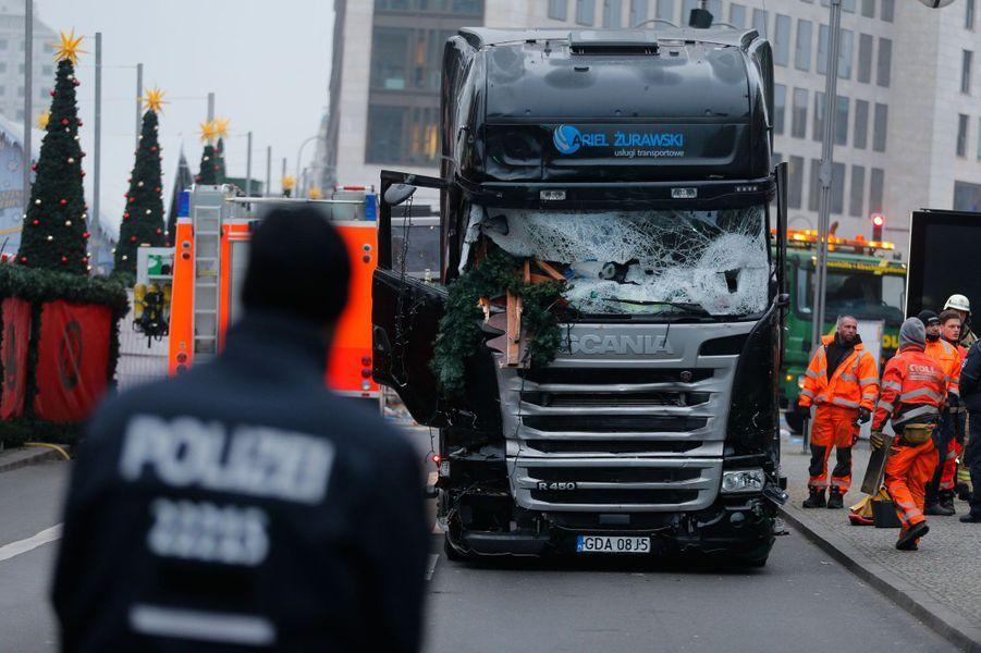 Attentat de Berlin le chauffeur du camion est peut etre toujours en fuite selon la police