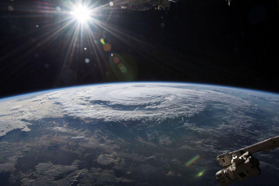 De la côte est des Etats-Unis à la mer de Chine, la saison 2018 des ouragans a semé le chaos : image satellite de l'ouragan Florence lorsqu'il atteint les côtes américaines le vendredi 14 septembre.