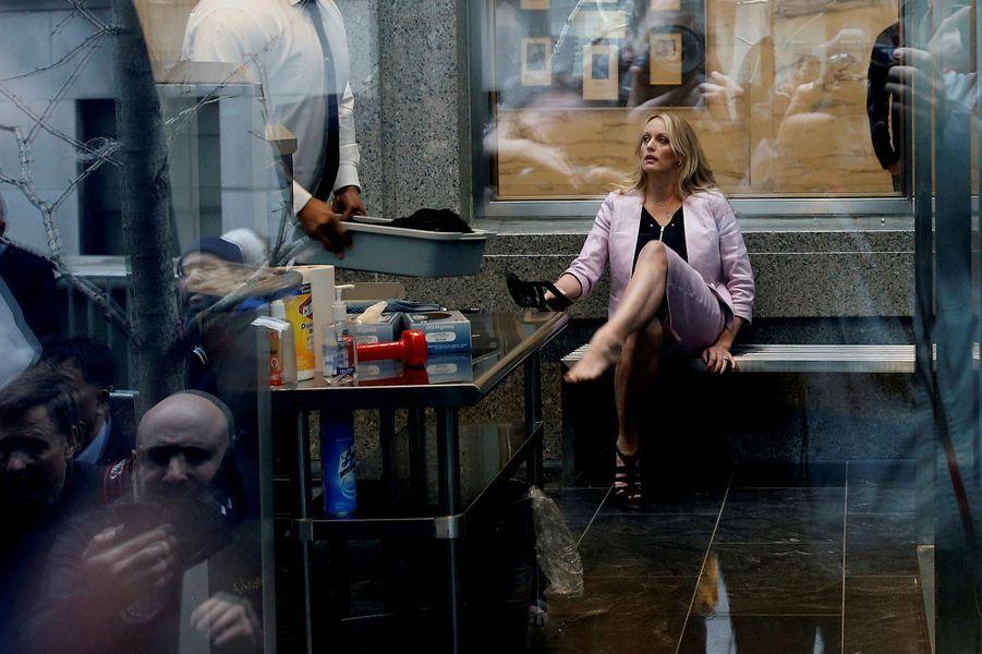 L'actrice américaine Stephanie Clifford, plus connue sous le nom Stormy Daniels, à la Cour fédéral de Manhattan, à New York. Photo prise le 16 avril 2018.