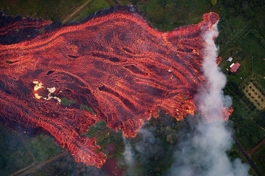 Vue d'une éruption d'un volcan à Hawaï le 13 décembre 2018.