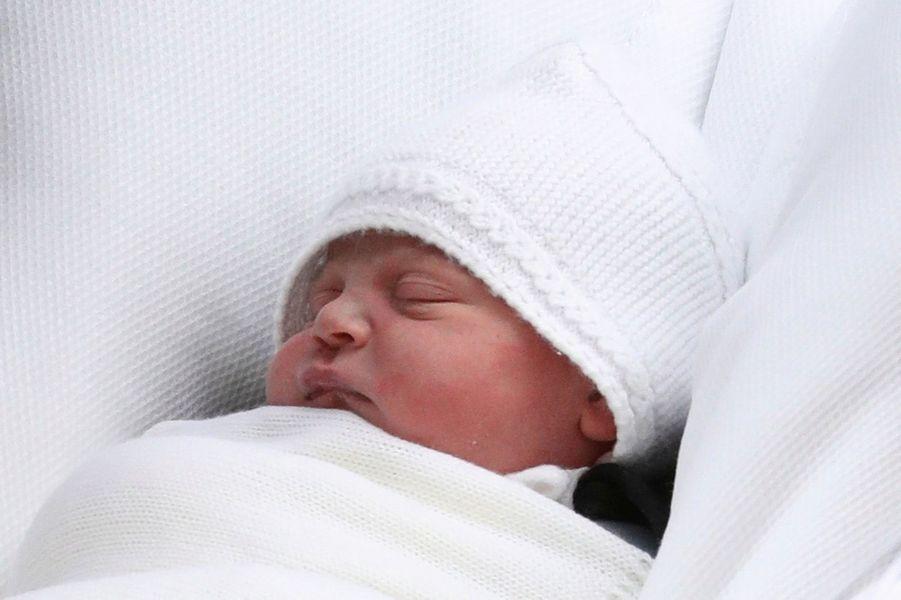 Gros plan du nouveau-né de la couronne anglaise, Louis, le 23 avril 2018.