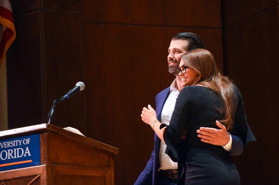 Donald Trump Jr et sa compagne Kimberly Guilfoyle à Gainesville, en Floride, le 10 octobre 2019.