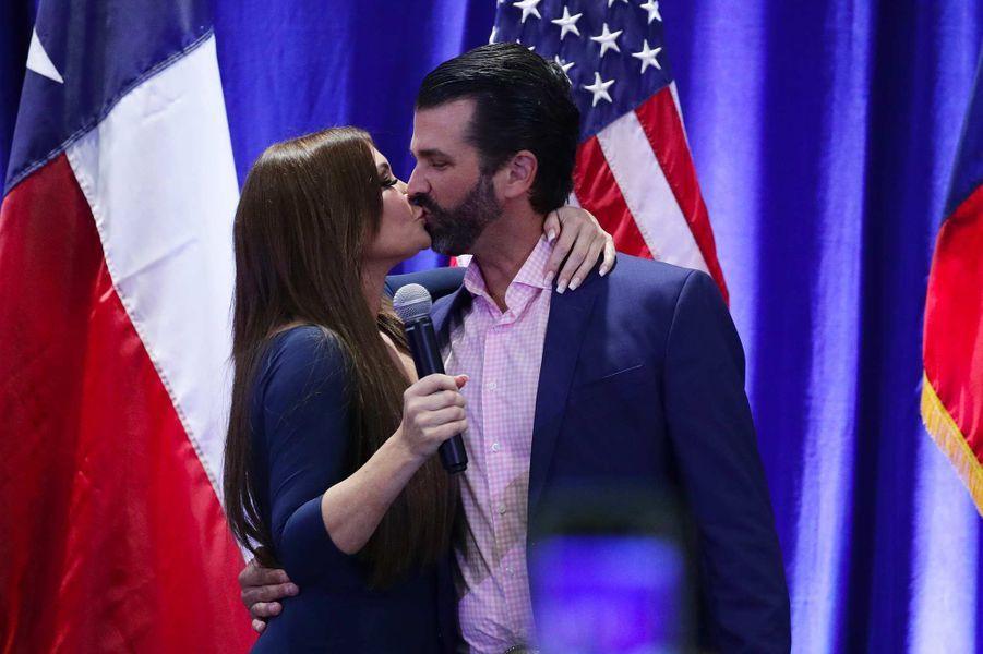 Donald Trump Jr et sa compagne Kimberly Guilfoyle lors d'un débat à San Antonio, le 15 octobre 2019.