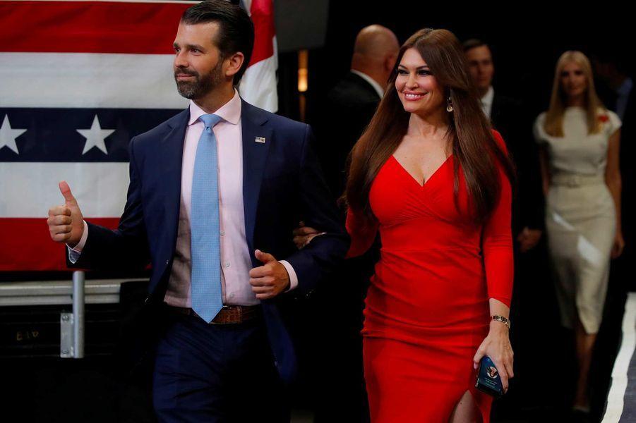 Donald Trump Jr et sa compagne Kimberly Guilfoyle lors du meeting de lancement de la campagne de Donald Trump à Orlando, le 18 juin 2019.