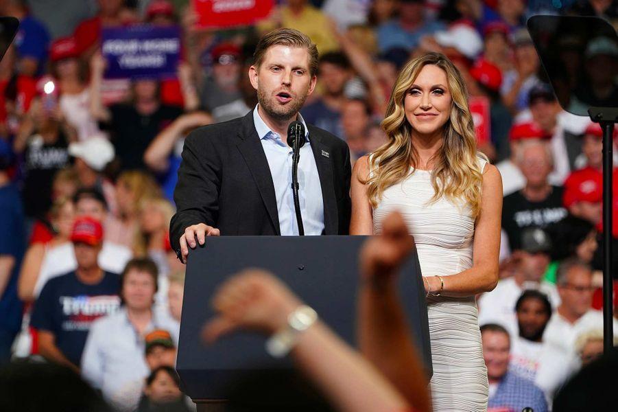 Eric et Lara Trump lors du meeting de lancement de la campagne de Donald Trump, le 18 juin 2019.