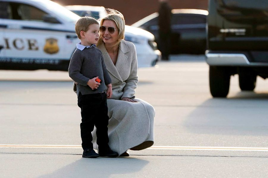 Ivanka Trump et son fils Theodore au pied d'Air Force One, le 31 mars 2019.