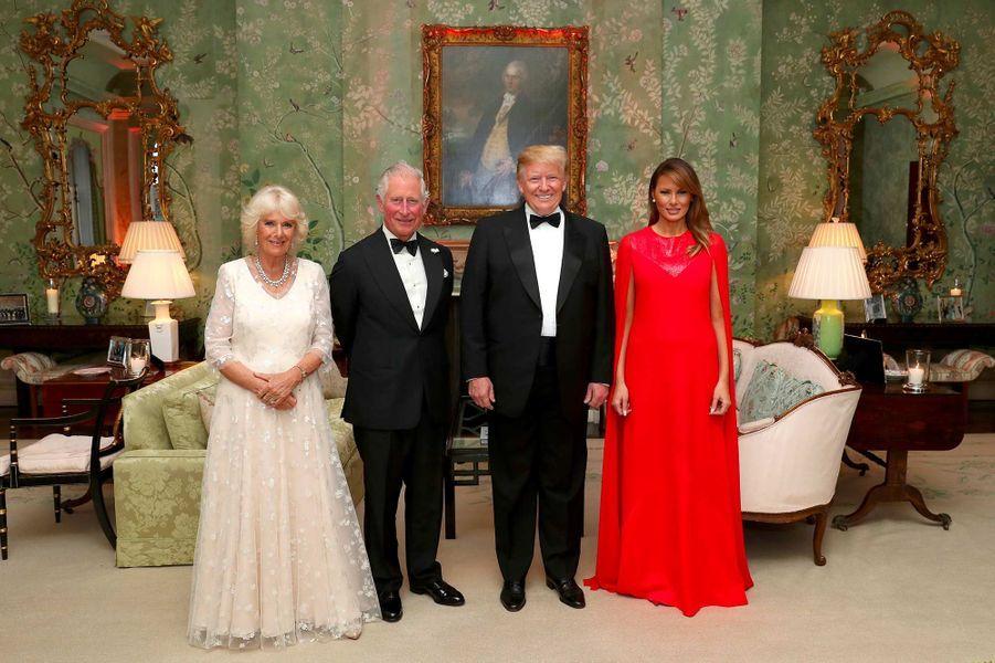 La duchesse de Cornouailles Camilla, le prince Charles, Donald et Melania Trump à Winfield House, le 4 juin 2019.