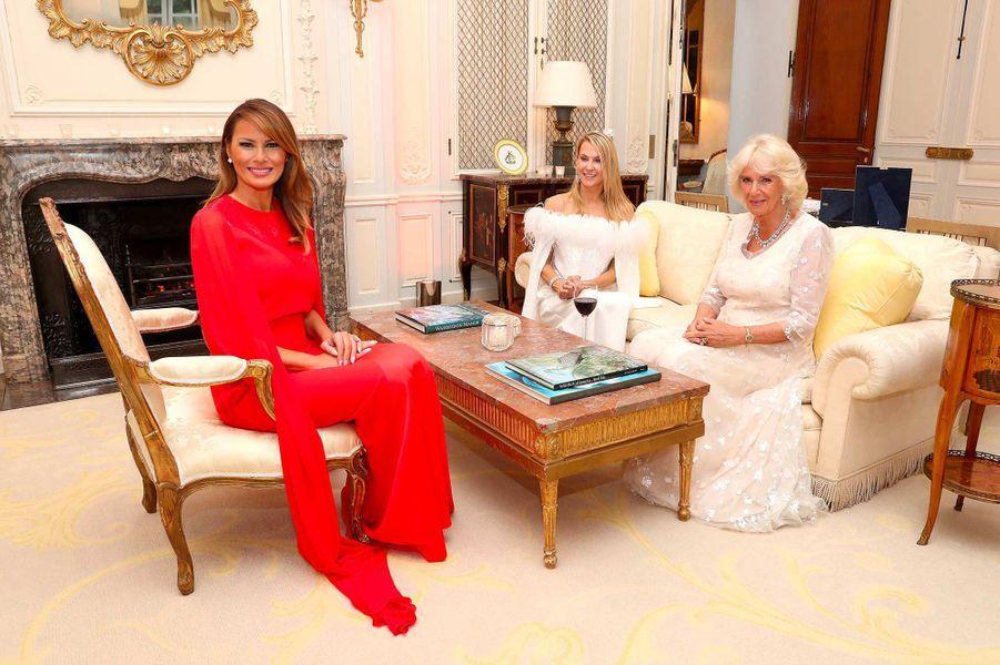 Melania Trump avec Suzanne Ircha et la duchesse de Cornouailles Camilla à Winfield House, le 4 juin 2019.