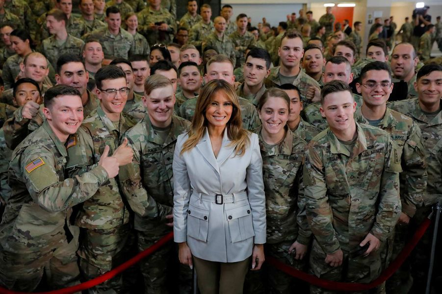 Melania Trump et les militaires de la base de Fayetteville, en Caroline du Nord, le 15 avril 2019.