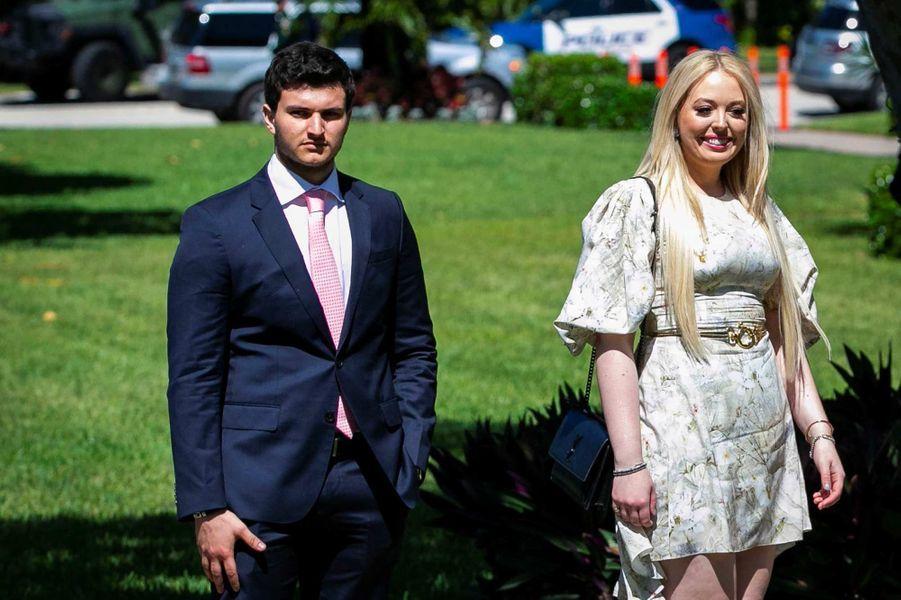 Tiffany Trump et son petit-ami Michael Boulos arrivent à la messe de Pâques à l'église de Bethesda-by-the-Sea à Palm Beach, le 21 avril 2019.