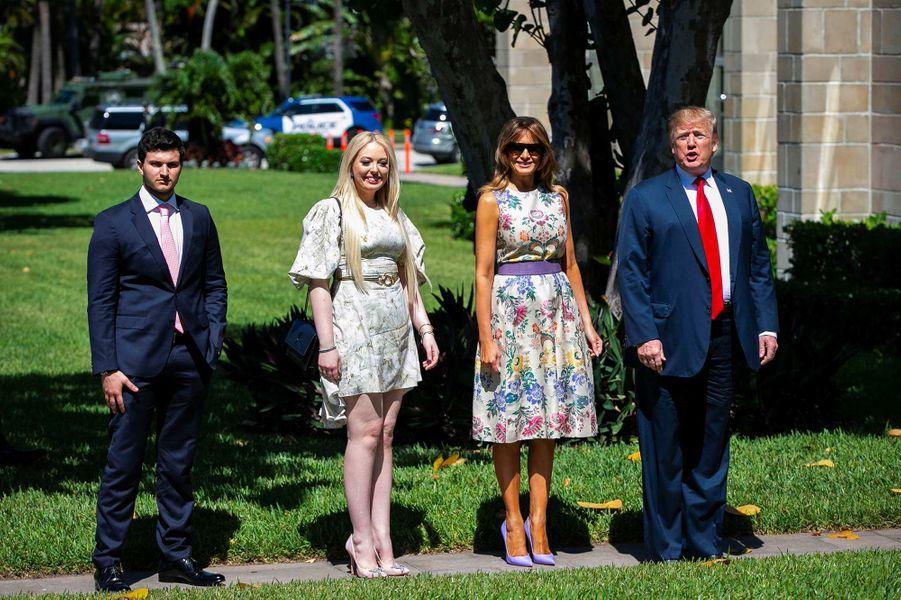 Michael Boulos, Tiffany, Melania et Donald Trump arrivent à la messe de Pâques à l'église de Bethesda-by-the-Sea à Palm Beach, le 21 avril 2019.