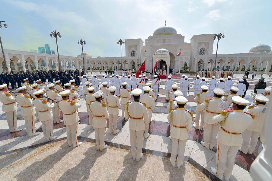 Cérémonie de bienvenue pour le pape François au palais présidentiel d'Abou Dhabi, lundi.
