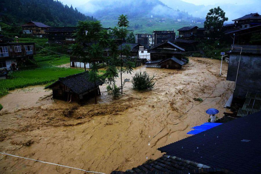 De violentes coulées de boues se sont formées àLiuzhou, en Chine.