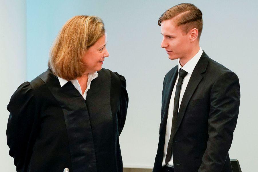 PhilipManshaus à côté de son avocate, le 7 mai 2020.