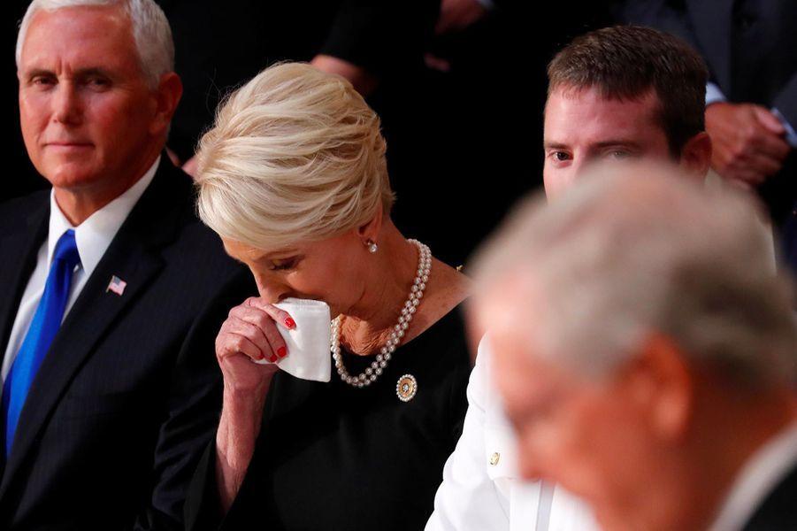 Mike Pence et Cindy McCainau Capitole, à Washington, le 31 août 2018.