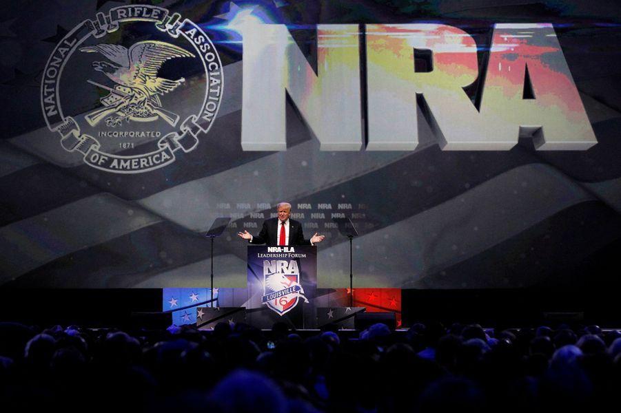 Donald Trump donne un discours devant la NRA à Louisville, le 20 mai 2016.