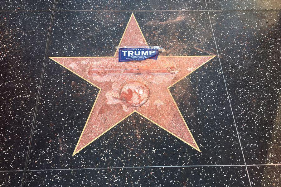 L'étoile de Donald Trump sur Hollywood Boulevard, attaquée au marteau, le 26 octobre 2016.