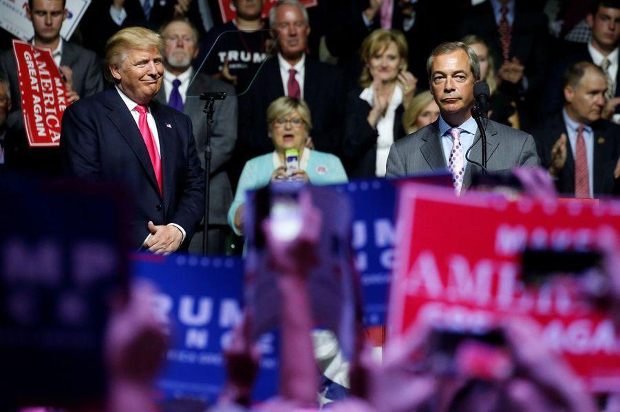 Donald Trump reçoit le soutien de Nigel Farage, ancien patron de l'UKIP et chef de file du Brexit, le 25 août 2016.