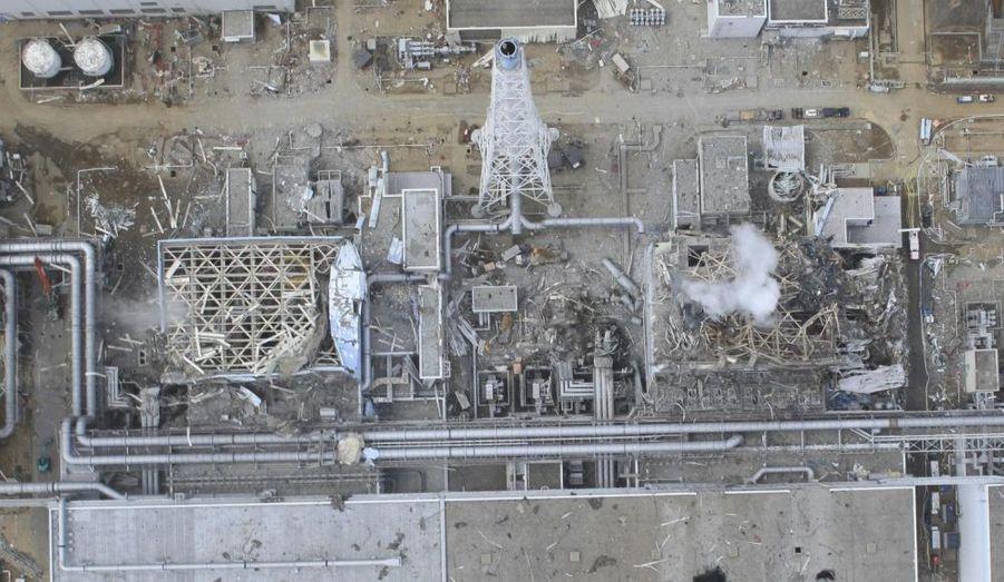 Cette impressionnante vue aérienne des réacteurs 3 et 4, prise le 20 mars, rappelle les images du dernier film de Gaspar Noé.
