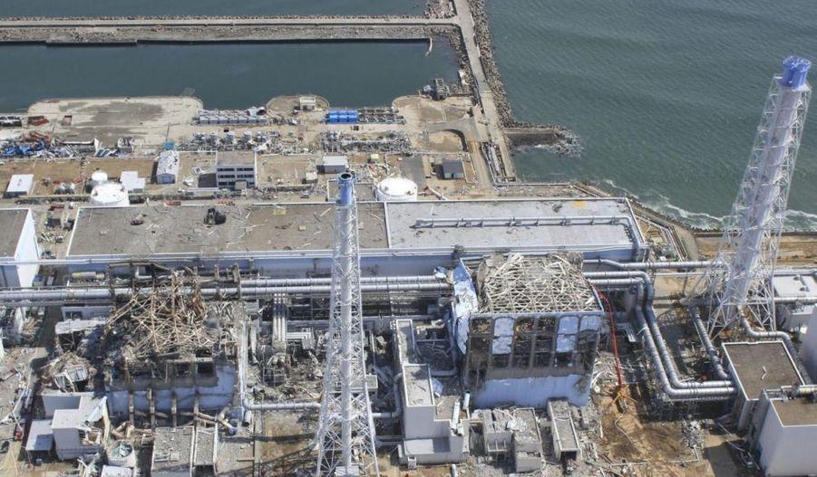 Mis en ligne par le site cryptome.org, les clichés pris par un drone qui survole l'installation nucléaire, donne un aperçu saisissant des dégâts subis par la centrale de Fukushima Dai-ici. Photographie prise le 24 mars. Diaporama réalisé par Yannick Vely.