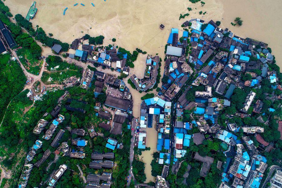 La province du Sichuan, au sud-ouest de la Chine, fait face à des inondations monstrueuses.Au total, plus de 100.000 personnes ont été évacuées de Leshan et de la ville voisine de Ya'an.