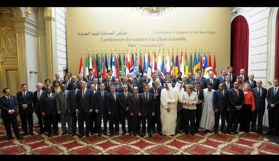 Organiser l'après-Kadhafi, convaincre les derniers pays réfractaires à reconnaitre le Conseil national de transition (CNT) et lancer les bases d'un nouveau pays à reconstruire après 42 années de dictature. Tels étaient les objectifs premiers de la «Conférence internationale de soutien à la Libye nouvelle» qui s'est tenu cet après-midi à Paris, à l'Elysée. Soixante délégations étaient présentes à ce rendez-vous diplomatique de première importance.