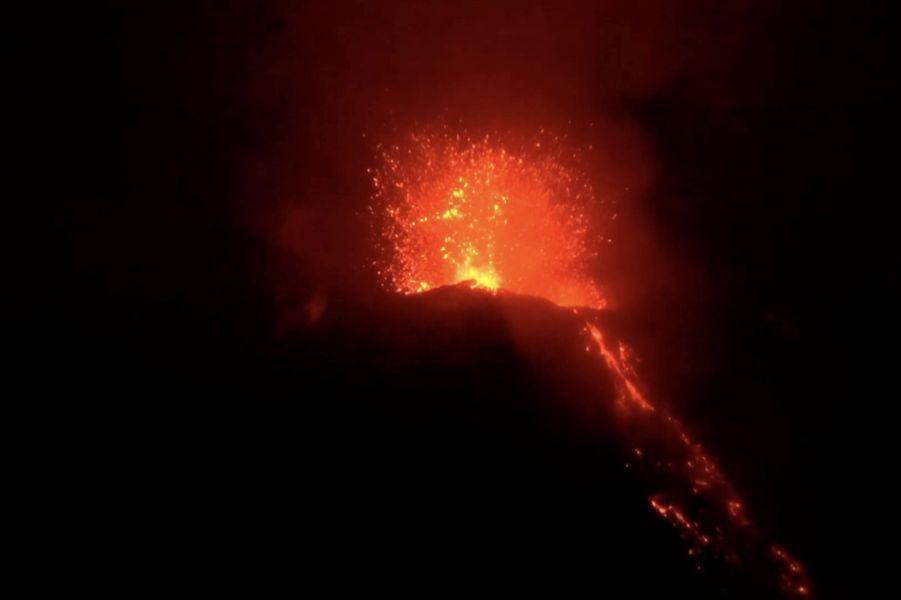 La dangereuse beauté de l'éruption du volcan Stromboli