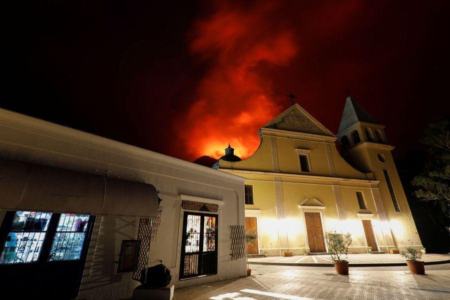 Depuis mercredi, le volcan de l'île de Stromboli s'est réveillé.