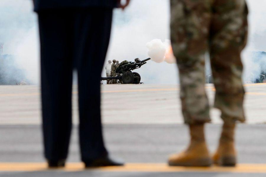 Donald Trump à Fort Drum dans l'Etat de New York, lundi, durant une démonstration militaire.