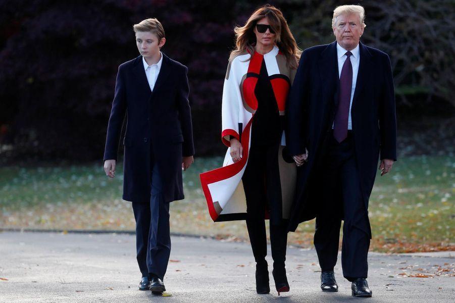 Donald, Melania et Barron Trump quittant la Maison-Blanche, le 20 novembre 2018.