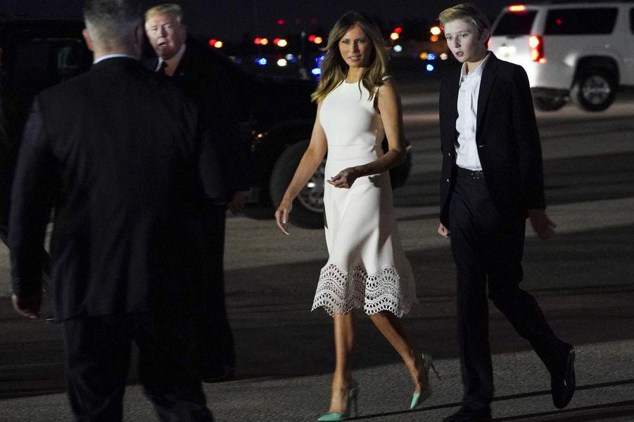 Melania et Barron Trump à l'aéroport de Palm Beach, le 20 novembre 2018.