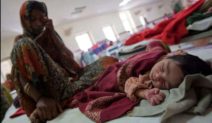 De nombreuses femmes meurent après l'accouchement, en raison du manque de soins apportés à la mère.
