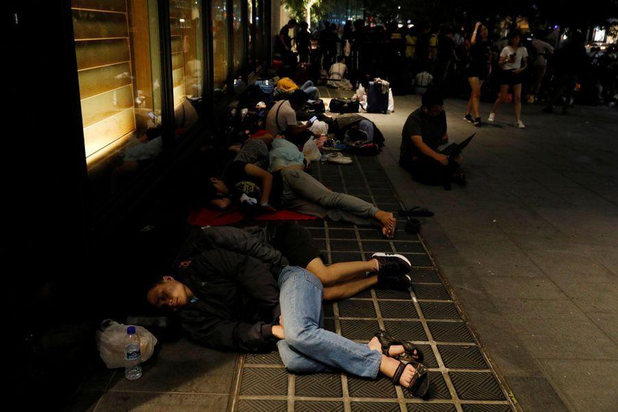 A Singapour aussi, certains ont pris leurs précautions en dormant dehors la veille du lancement de l'iPhone X.