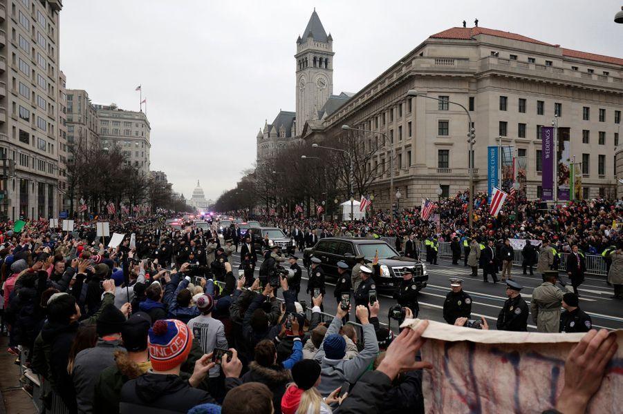 Le président des Etats-Unis Donald Trump a paradé sur Pennsylvania Avenue, vendredi à Washington, avant de rallier la Maison Blanche.