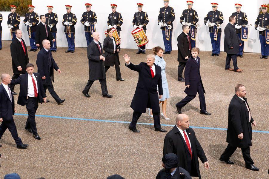 Sous haute escorte, le président des Etats-Unis Donald Trump a paradé sur Pennsylvania Avenue, vendredi à Washington, avant de rallier la Maison Blanche.