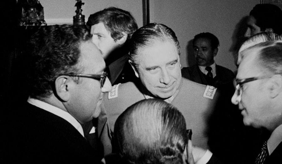 Arrêté à Londres en novembre 1998, le général Pinochet sera libéré en mars 2000 et renvoyé au Chili. Malgré la volonté de son pays de le traduire en justice, il meurt avant son éventuel procès, le 10 décembre 2006, d'une crise cardiaque.
