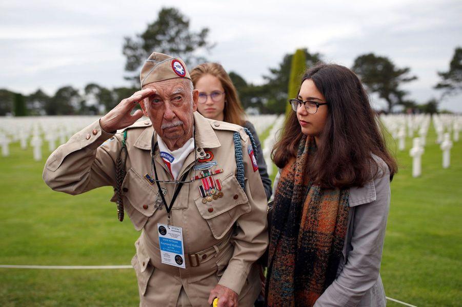 Raymond Wallace au cimetière américain en Normandie, le 4 juin 2019.