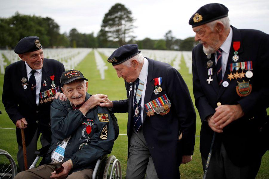 """Des vétérans du """"D-Day"""" à Colleville-sur-Mer, le 4 juin 2019."""
