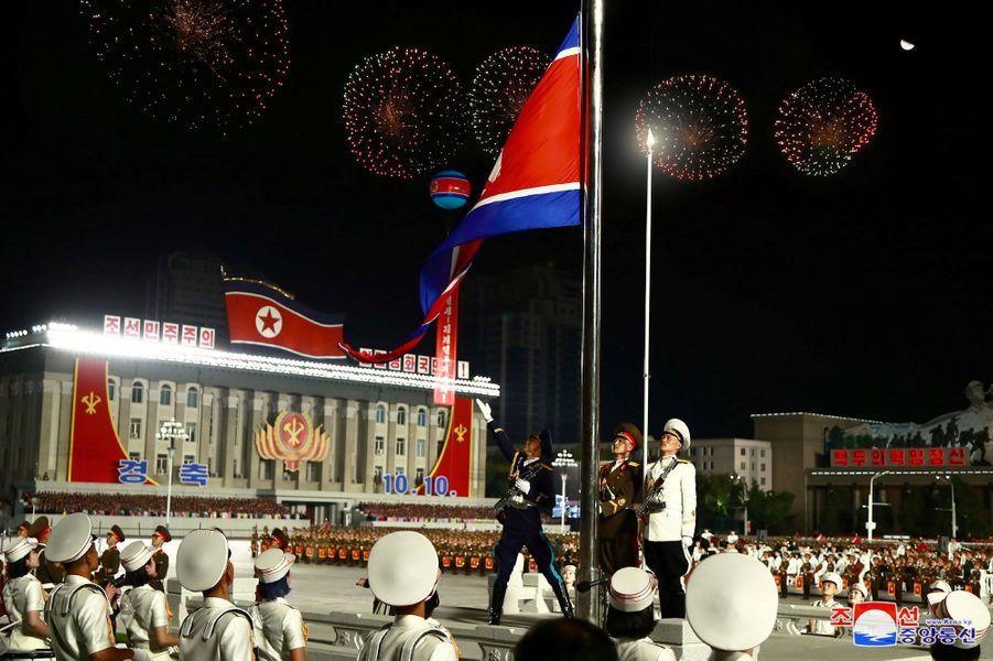 Le défilé a été organisé à l'occasion du 75e anniversaire de la fondation du Parti des travailleurs au pouvoir.