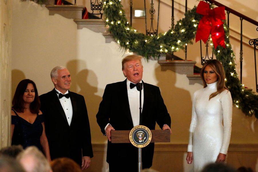 Donald et Melania Trump samedi soir à la Maison-Blanche, aux côtés de Karen et Mike Pence.
