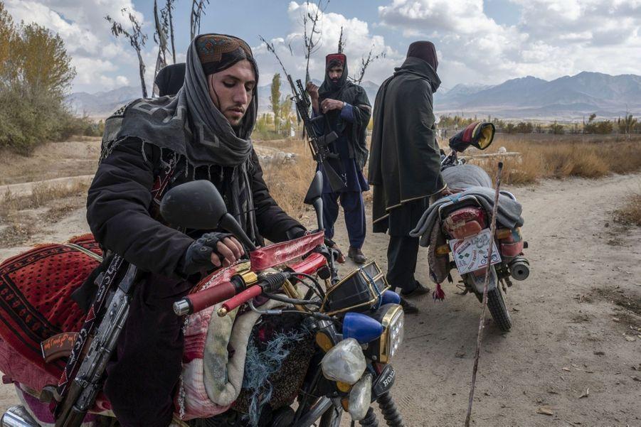 Des combattants talibans dans le Wardak.