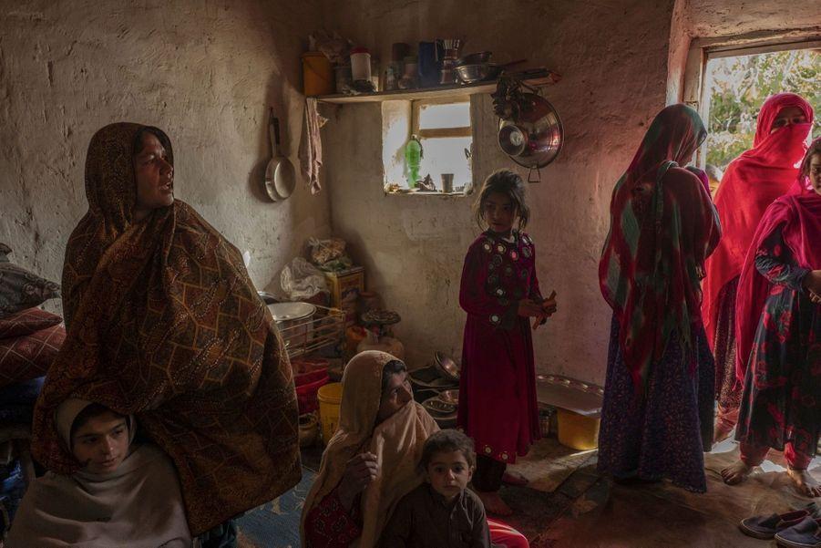 Familles de victimes civiles de la guerre entre les Talibans et le gouvernement