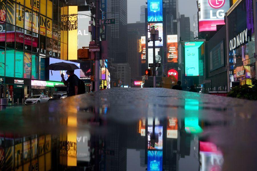 Isaias est passé au dessus de Times Square.