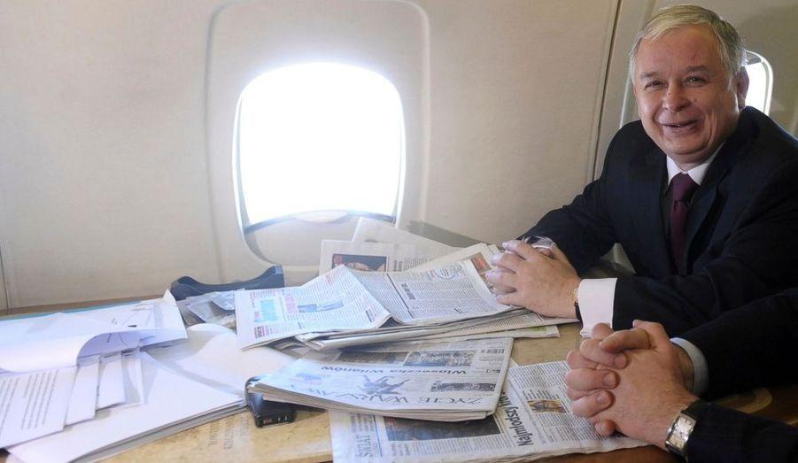 Lech Kaczynski dans l'avion présidentiel
