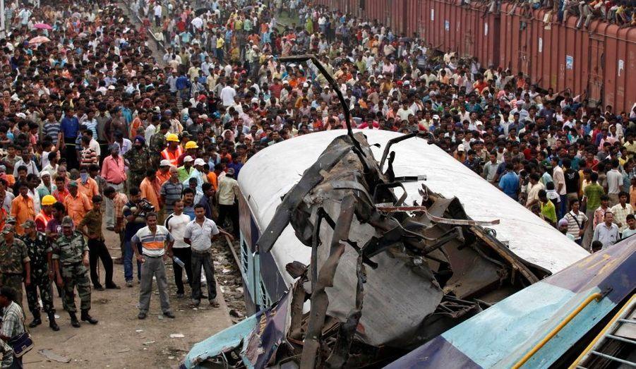 Deux voitures de passagers et un wagon à bagages ont été détruits.