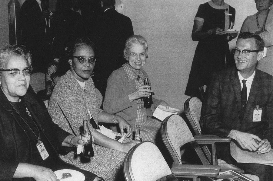 Dorothy Vaughan, à gauche, avecLessie Hunter etVivian Adair.