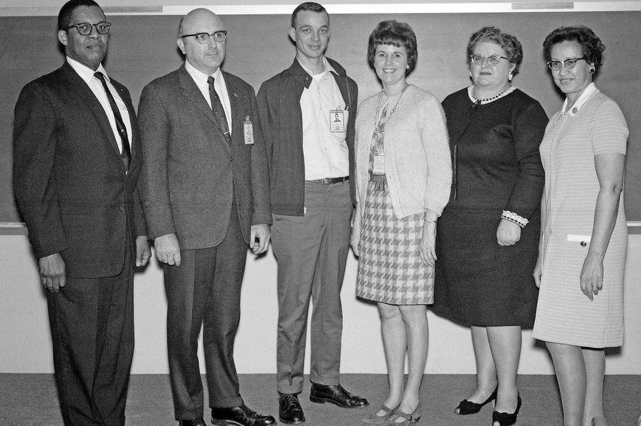 Katherine Johnson avec ses collègues, en 1970.
