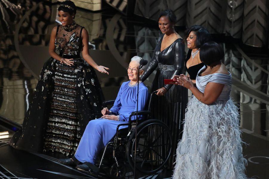 Katherine Johnson sur la scène des Oscars avec Janelle Monae, Octavia Spencer et Taraji P. Henson, en février 2017.