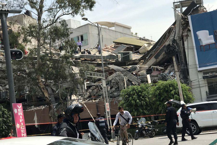 La ville de Mexico frappée par un puissant séisme